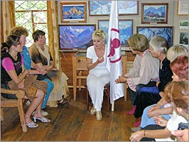 Alicia Rodriges tells about value of the Banner of Peace to visitors of the Roerich's museum of Uimon valley