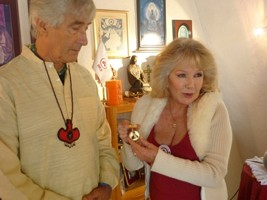 The International Commitee Gives the Roerich Medal to José Argüelles